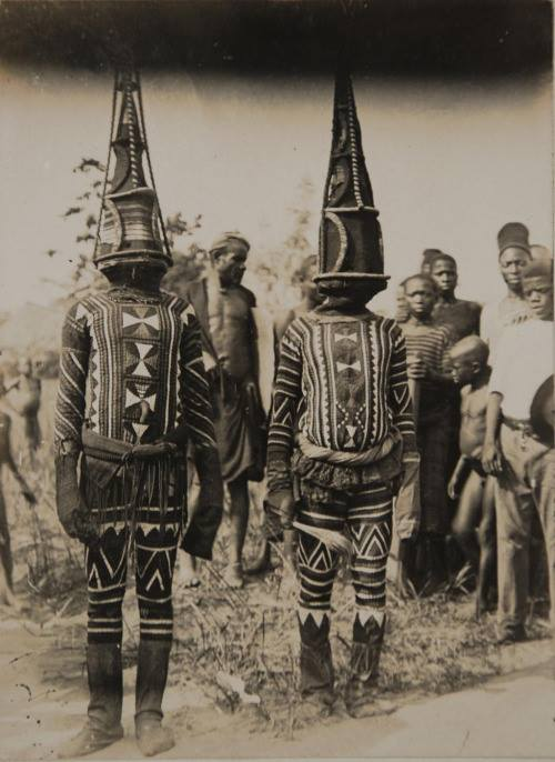Kwoho dancers, Edo region, Nigeria, early 1900s. Photographer : Northcote Thomas Northcote Thomas