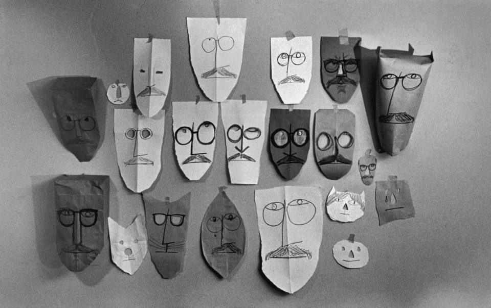 The artist Saul Steinberg and the photographer Inge Morath engaged in a unique collaboration between 1959 and 1963 by having friends and acquaintances don paper bags and cardboard masks decorated by Steinberg and then posing them for photographs.