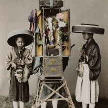 Adolfo Farsari : Photo of three Buddhist priests, one carrying a bodhisattva statue on his back. 1890, Japan.
