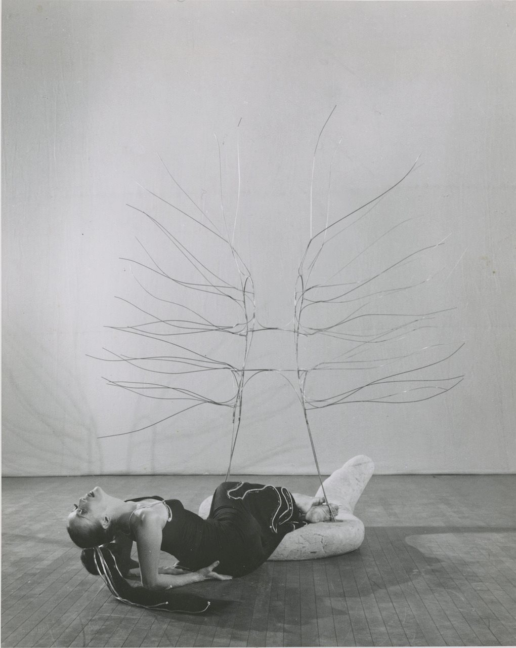 Martha Graham as Medea in Cave of the Heart. Stage set and wire sculptures by Isamu Noguchi . Photos by Philppe Halsman, 1946